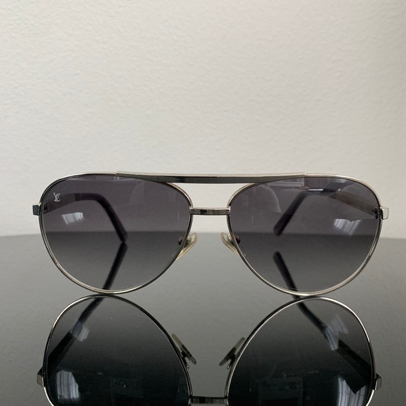 b7423e06712 Louis Vuitton Attitude Pilote Sunglasses